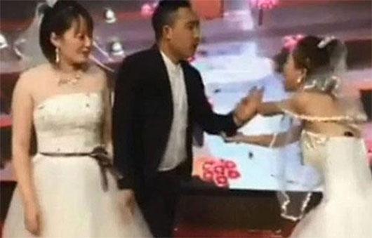 Chồng đi phá đám cưới của vợ cũ nhưng không thành công
